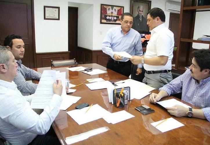 Ningún diputado comentó nada sobre el dictamen referente a las Iniciativas de Ley de Ingresos de 52 Ayuntamientos, así como el  relativo a la nueva Ley de Hacienda del Municipio de Río Lagartos. (SIPSE)