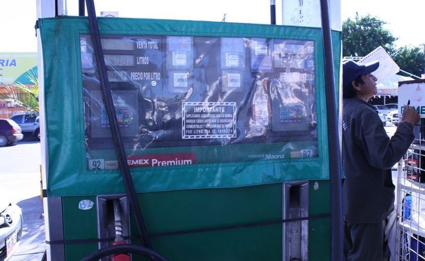 Transportistas de la entidad tienen que destinar más del 40 por ciento de sus ganancias para solventar los gastos del combustible. (Enrique Mena/SIPSE)