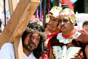 Crucifican a los Cristos de la Riviera Maya