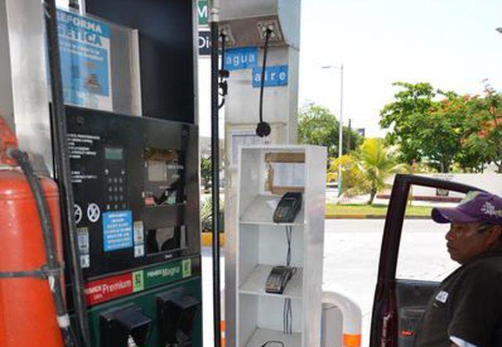 Legisladores descartan la homologación en el precio de la gasolina. (Gerardo Amaro/SIPSE)