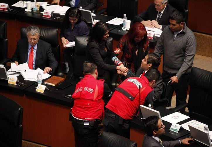 Barbosa (sentado, a la derecha): el Pacto por México fue diálogo, el formato se agotó y ahora el diálogo está en las cámaras. (Notimex/Contexto)
