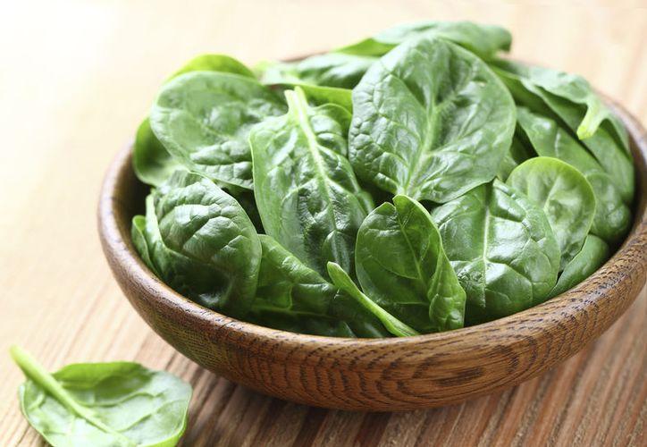 Se recomienda comprar espinaca orgánica o sembrarla en casa. (Foto: Contexto/Internet)