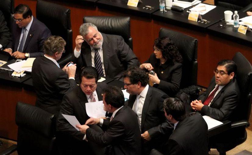 El pleno del Senado aprueba sin cambios la primera Ley de Ingresos del presidente En Peña Nieto. (Notimex)
