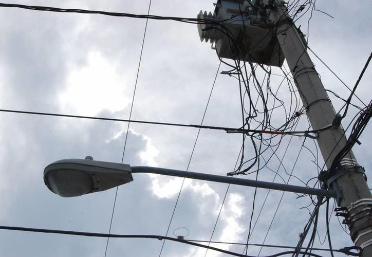 Comienza obra de conversión de la red de distribución eléctrica aérea a subterránea en el Casco Antiguo, en Puerto Morelos. (SIPSE)