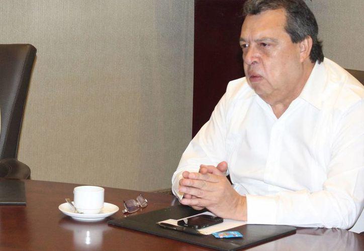 El gobernador de Guerrero, Ángel Aguirre Rivero, planteó una consulta ciudadana para que los guerrerenses decida su permanencia en el cargo. (Foto: Archivo/Notimex)
