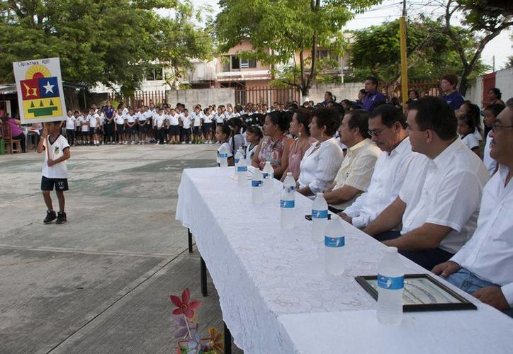 A la ceremonia llegó el Secretario de Educación y Cultura, José Alberto Alonso Ovando. (Redacción/SIPSE)