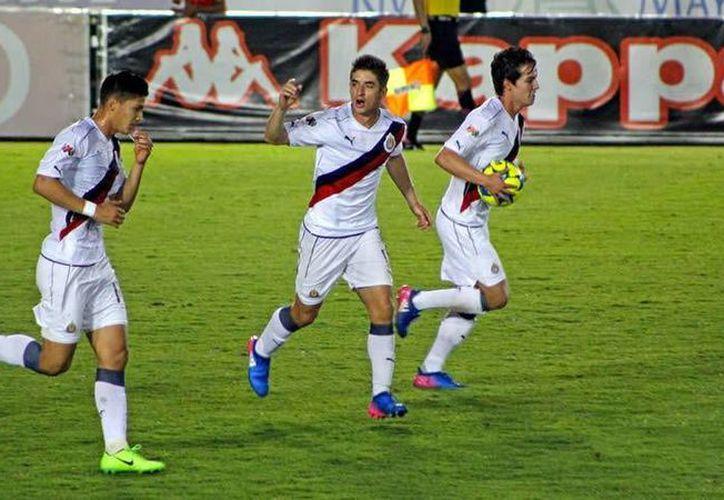 Chivas, que venían de ganar el Clásico Nacional, superaron este martes al Atlante en Copa MX. (mexsport.com)