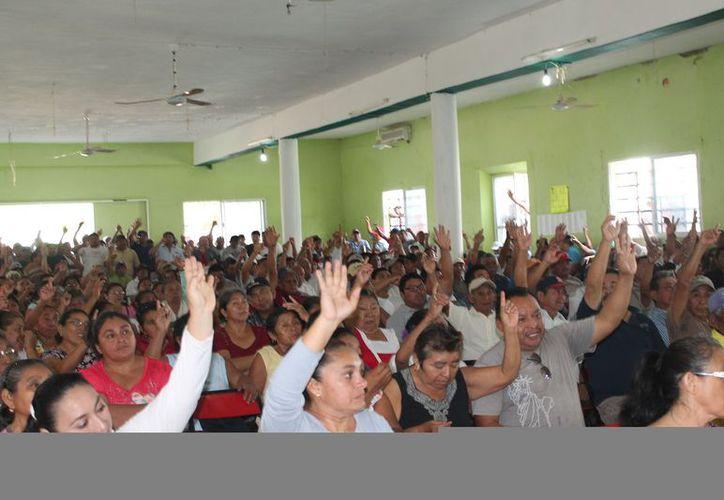 La asamblea contó con la asistencia de un total de 672 ejidatarios. (Raúl Balam/SIPSE)