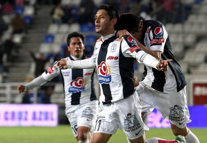 Para mejorar el estado físico de los jugadores del Pachuca, con miras al Apertura 2013, el equipo entrenará en las playas de Acapulco, Guerrero, del 10 al 15 de junio. (Archivo Notimex)