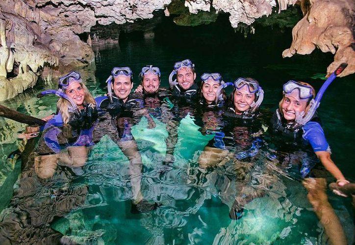 El Cenote Chaak Tun, ofrece un recorrido interesante mientras disfrutas de sus aguas cristalinas. (Foto: Facebook)