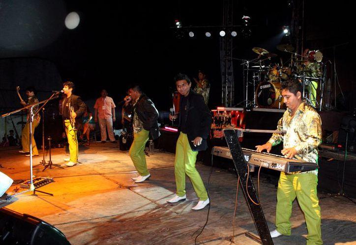 En el baile tradicional 24x24 estarán presentes varios grupos musicales. (Milenio Novedades)