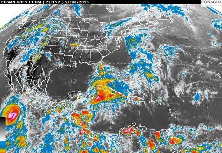 """Imagen de satélite del Servicio Meteorológico Nacional que muestra la posición de """"Blanca"""" la tarde del viernes 5 de junio de 2015. (smn.conagua.gob.mx)"""