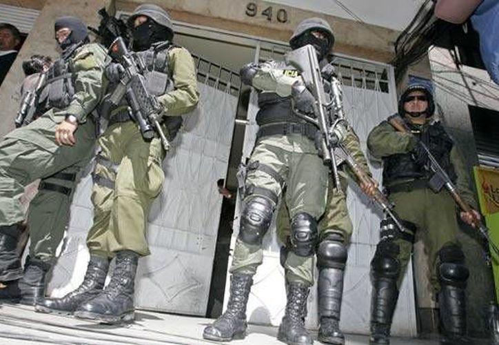 La policía boliviana exhortó a los padres a no dejar solos a sus hijos menores y enseñarles los números de emergencia. (eabolivia.com)