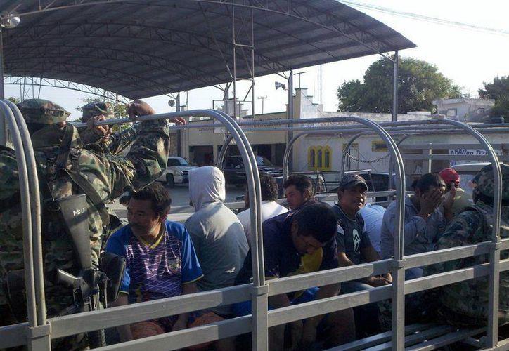 Los detenidos transportaban 300 kilos de pepino de mar en una lancha y 700 kilos en otra. (SIPSE)