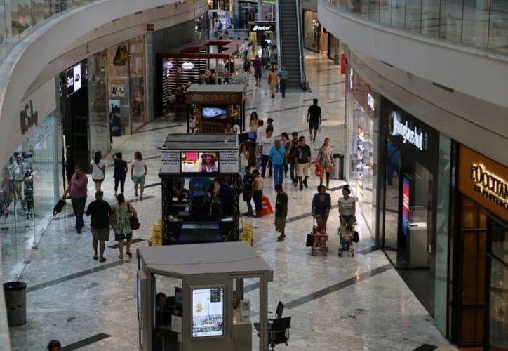 Mérida se apuntala como la capital del sureste de las plazas comerciales, pues tan solo en este año se piensa abrir al menos 18 de este tipo de negocios. (Foto de contexto de SIPSE)