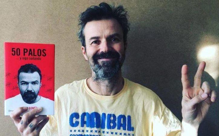 Pau Donés lanza su libro titulado '50 palos' con el que festeja 50 años de vida  y 20 de trayectoria musical. (Vanitatis)