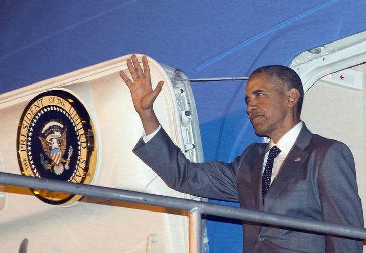 Obama a su llegada a Panamá donde asistirá a la Cumbre de las Américas. (Agencias)