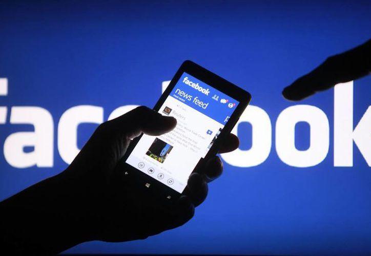 Facebook lanzó una herramienta para prevenir los suicidios entre sus usuarios. (Imagen de contexto/enlistados.net)