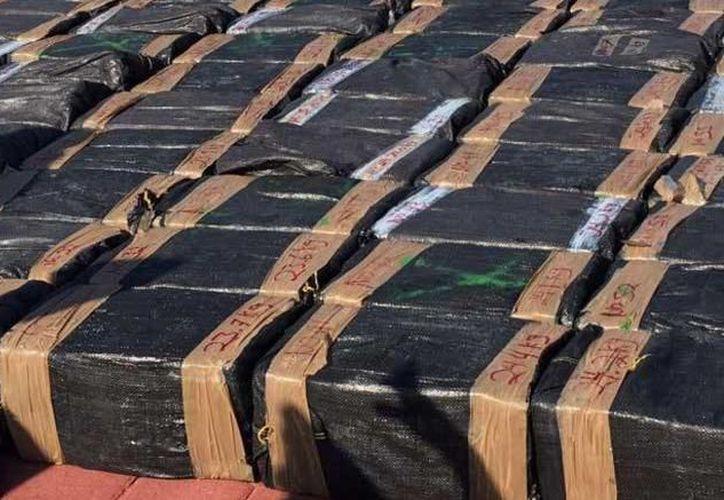 Los estupefacientes iban ocultos en las llantas de un vehículo de carga. (Cuartoscuro)