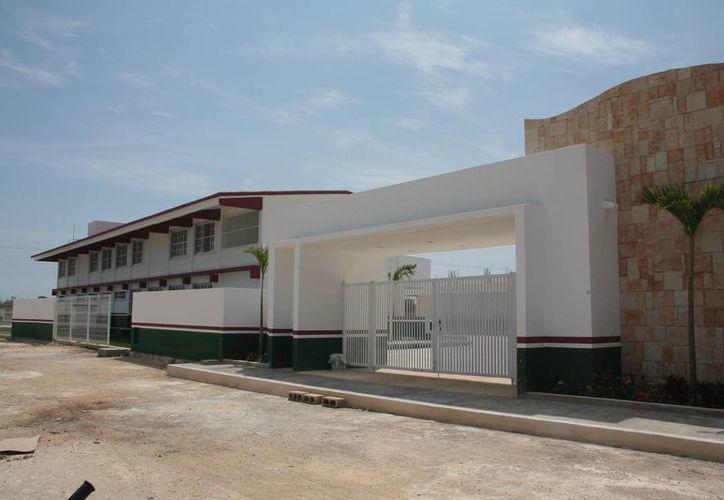 El gobierno estatal destinó más de 10 millones para ampliar la infraestructura educativa del nivel básico en la isla.  (Julian Miranda/SIPSE)