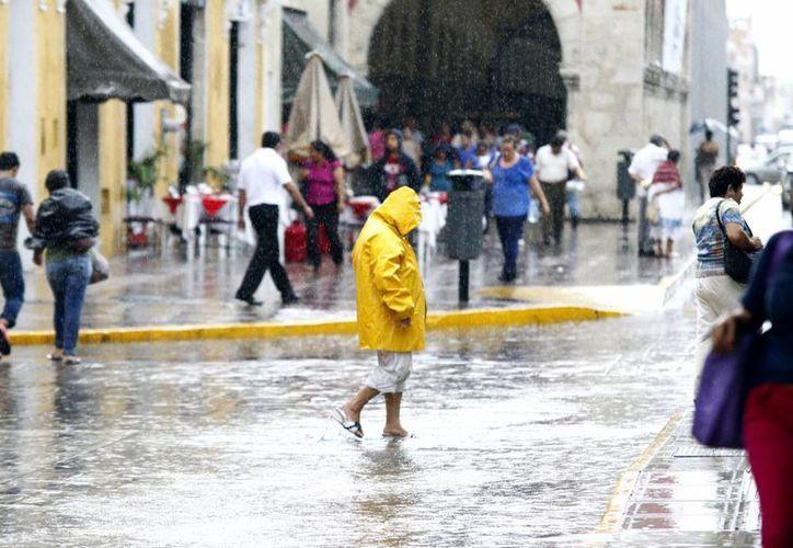 Este panorama se vivía esta tarde en el centro de Mérida. (Christian Ayala/SIPSE)