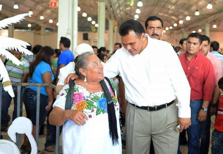 Rolando Zapata agradeció a las familias de los policías el tiempo de convivencia que sacrifican para que los agentes mantengan la seguridad de Yucatán. (Cortesía)