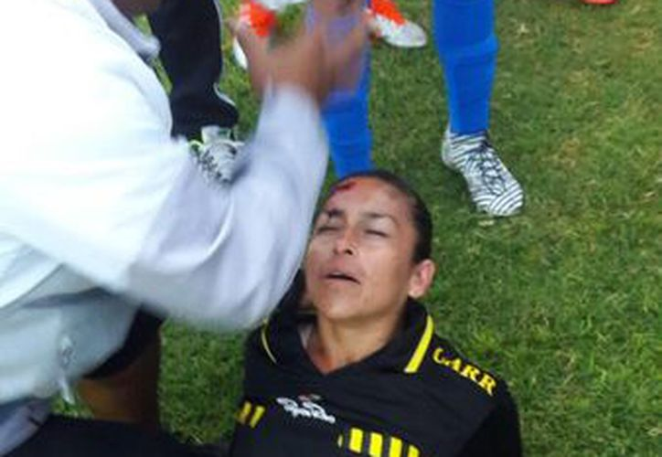 En el tweet se aprecia una fotografía momentos después de la agresión. (Twitter AMA)
