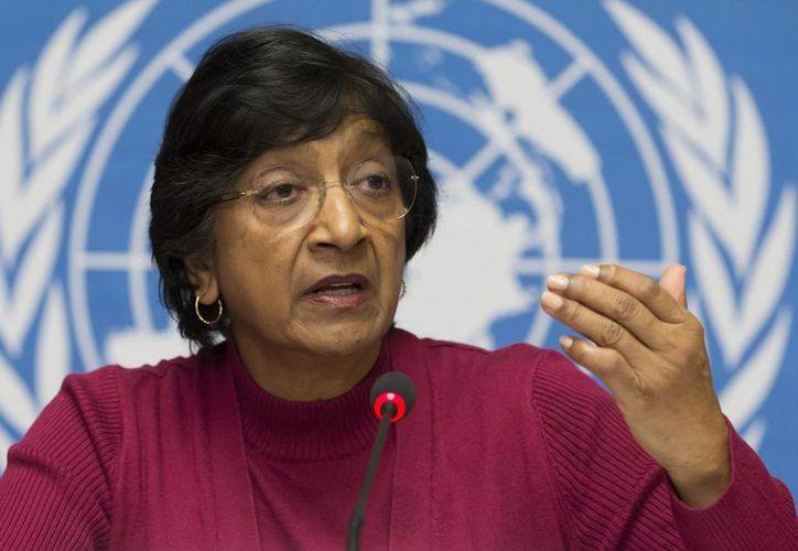 La Alta Comisionada de la ONU para llos Derechos Humanos, la sudafricana Navi Pillay, habla en una conferencia de prensa en las oficinas de las Naciones Unidas en Ginebra. (Agencias)