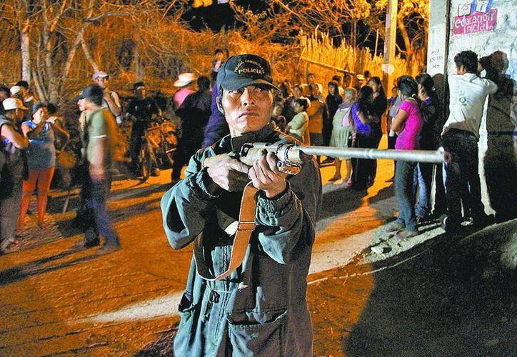 El funcionario simpatiza con la integración de grupos de policías comunitarios. (Milenio)