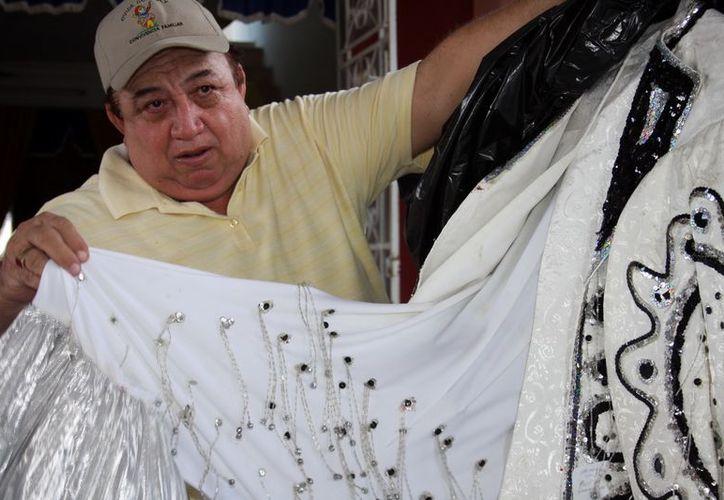 'Jacarandoso' ya había preparado el vestuario que usaría. (Theany Ruiz/SIPSE)