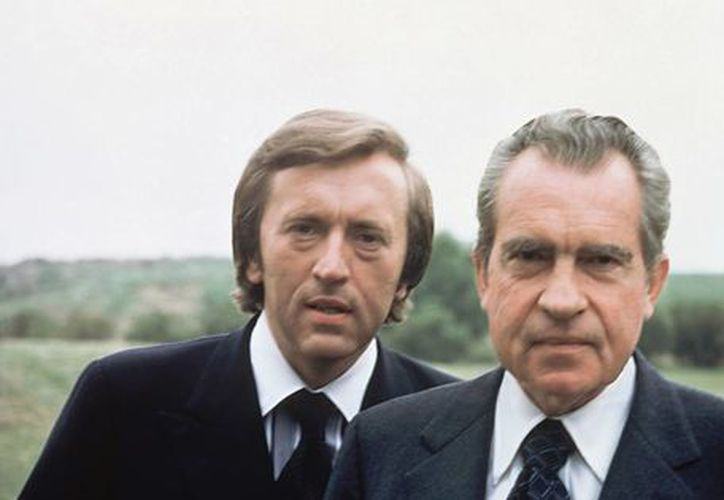 David Frost con Richard Nixon a quien entrevistó en California, en 1977. (Foto AP)