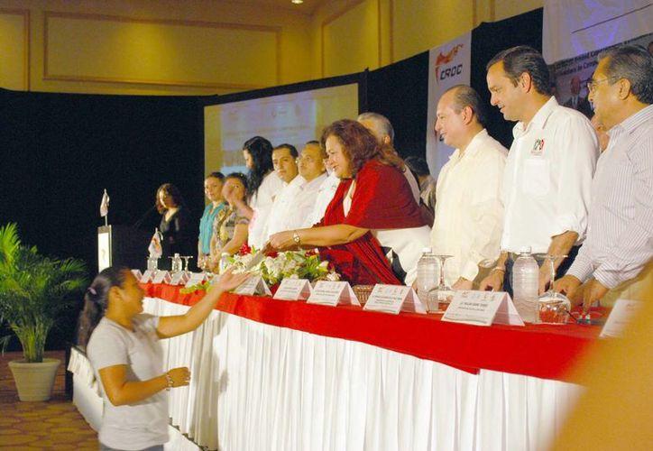 La ceremonia de entrega de certificados de estudios. (Tomás Álvarez/SIPSE)