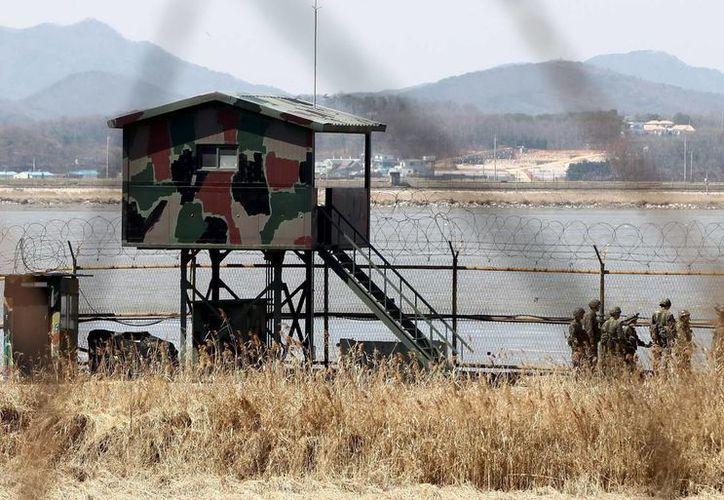Soldados surcoreanos fueron registrados al patrullar cerca de la Zona Desmilitarizada en Imjingak, Corea del Sur. (EFE)