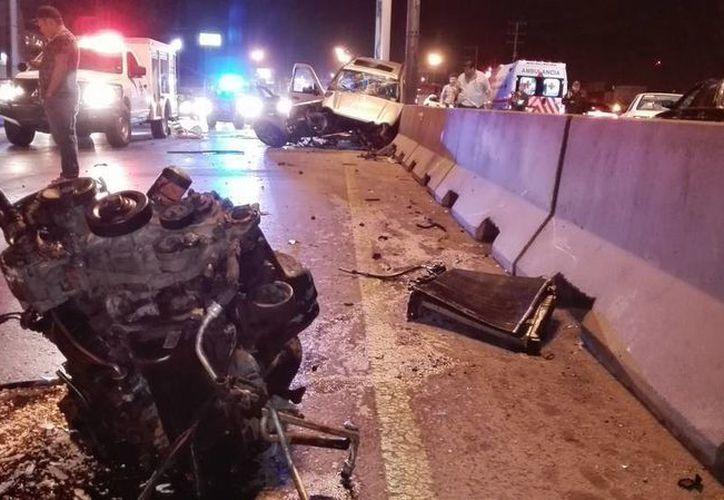 Un camión chocó contra un trailer y así comenzó una carambola en la carretera Mérida-Veracruz. En total hubo al menos 36 heridos. (Foto de contexto tomada de vanguardia.com.mx)