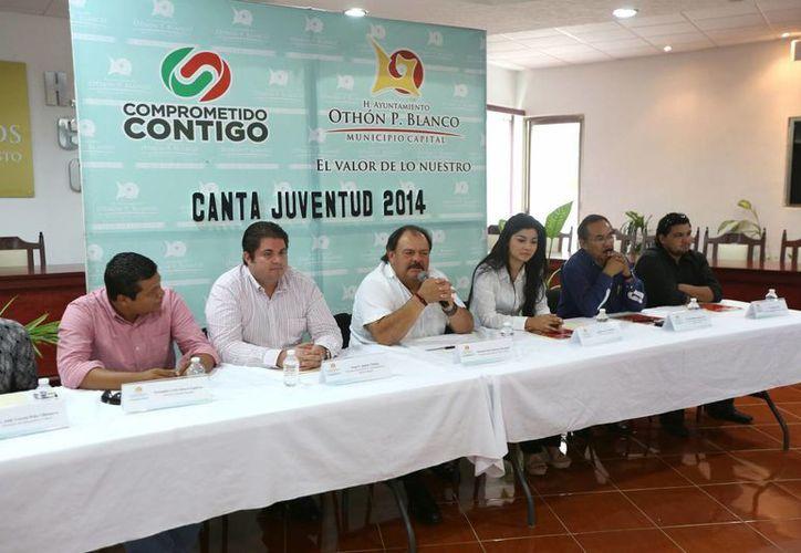 Ofrecen conferencia de prensa, para dar detalles del concurso de canto a realizarse el 30 de agosto en Chetumal. (Redacción/SIPSE)