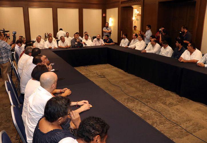 Los transportistas hablaron sobre interesantes proyectos en el Estado. (Daniel Sandoval)