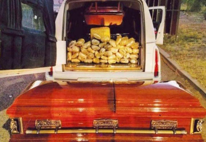 Una carroza fúnebre, procedente de México, cargada con 30 kilogramos de marihuana, fue detenida en Estados Unidos. (Excélsior)