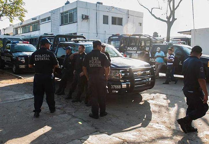 Agentes de la Secretaría de Seguridad Pública protestaron en Tabasco para exigir la renuncia de su jefe, el general Audomaro Martínez Zapata. (excelsior.com.mx)