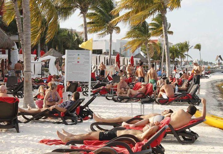El crecimiento en ocupación hotelera aumentó 13.1 por ciento en Cancún, y 7.9 por ciento en la Riviera Maya. (Archivo)