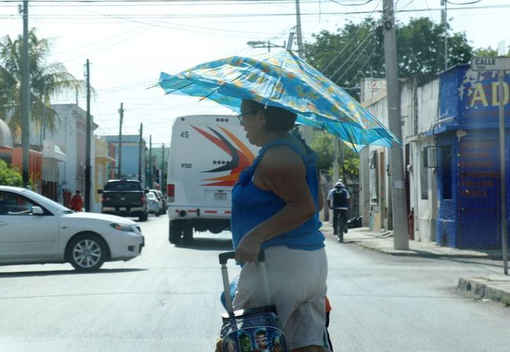 Una vaguada sobre la región y el ingreso de aire húmedo pudieran favorecer de chubascos a tormentas puntuales este jueves. (José Acosta)