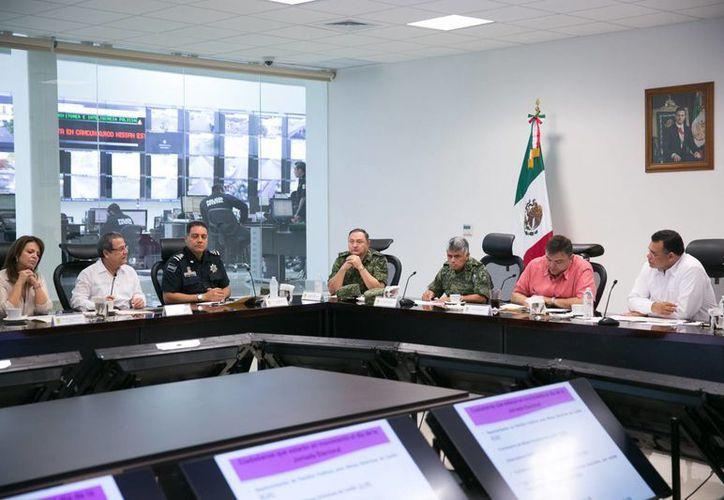 Aspecto de la reunión que celebró este viernes el Grupo de Coordinación Local, que se declaró en sesión permanente con motivo de las elecciones del domingo 7 de junio. (SIPSE)