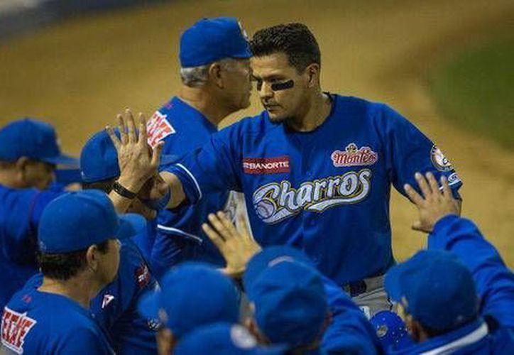 """Fernando """"Torito"""" Valenzuela (centro) es uno de los jugadores que están presentes en la serie final de la Liga Mexicana del Pacífico. (Milenio Novedades)"""