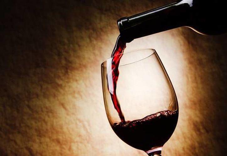 El vino tinto y uno de sus 'ingredientes milagrosos' podrían ser beneficiosos para la salud del corazón.(noticiasdemendoza.com)