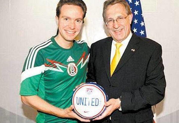 El embajador estadounidense, Anthony Wayne, con el gobernador de Chiapas, Manuel Velasco. (Foto especial tomada de Milenio)