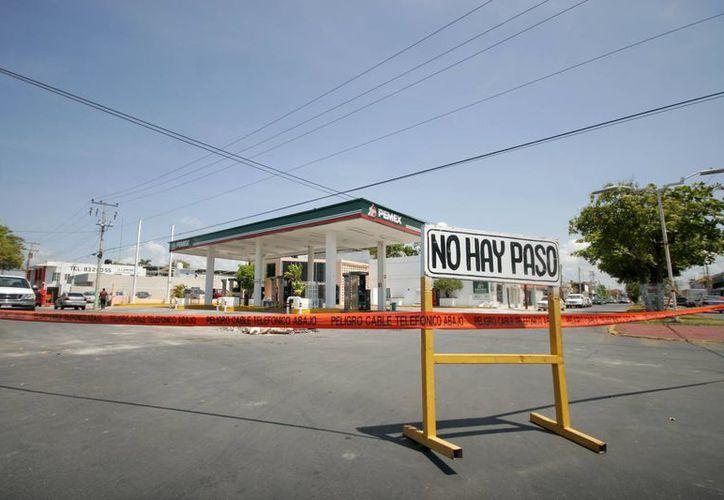 La gasolinera Servimar permanece en el abandono. (Harold Alcocer/SIPSE)