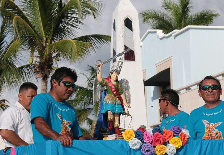 El gremio de pescadores custodiaron la imagen del Santo Patrono del lugar (Gustavo Villegas/SIPSE)
