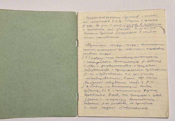 Documento de letra manuscrita que hizo el exagente desertor de la KGB Vasili Mitrokhin, que copió un directorio con los nombres de espías al servicio de la Unión Soviética, según esta foto sin fecha cedida por el Centro de Archivos Churchill en Gran Bretaña. (Foto AP/Centro de Archivos Churchill)