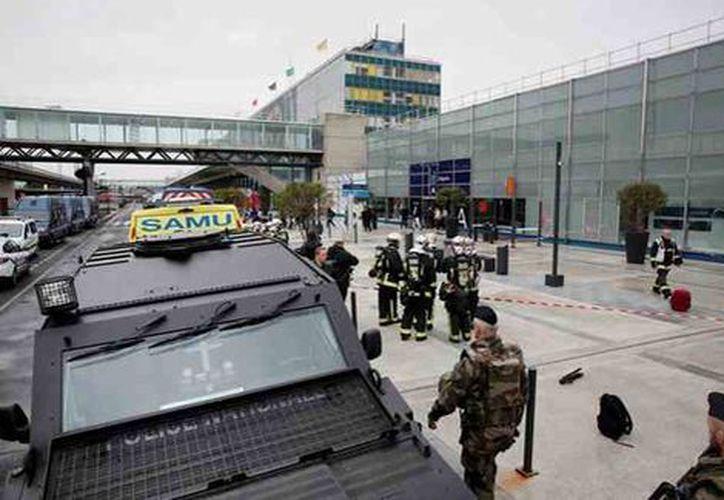 En el aeropuerto de Orly fue abatido el atacante. (Reuters)
