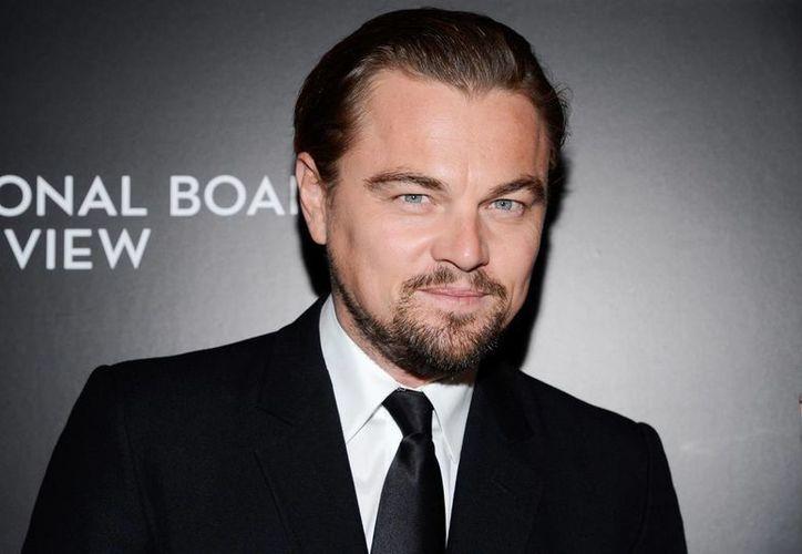 La foto fue tomada en el 2007 mientras Di Caprio filmaba en África una película.  (AP)