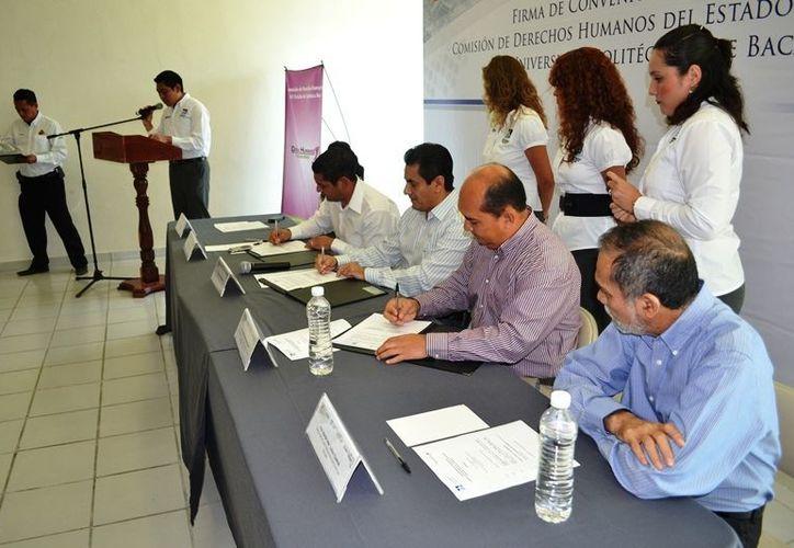 El acuerdo busca involucrar a los jóvenes que serán los verdaderos protagonistas del desarrollo de Bacalar. (Redacción/SIPSE)